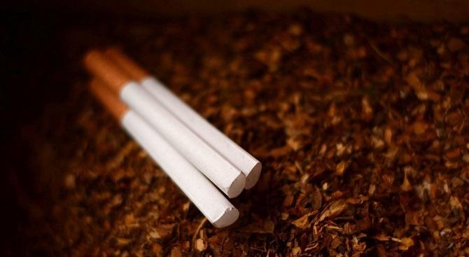 Мъж къта 200 кг контрабанден тютюн в кола