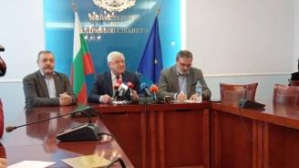 Двама души в България са под наблюдение със съмнения за китайския коронавирус