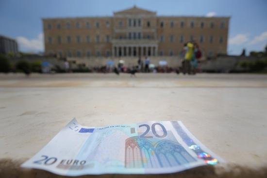 Одобряването ли решението на депутатите в Гърция за промяната на името на Македония?