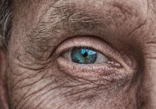 Одобрявате ли манията по приложението, което показва как ще изглеждаме като старци?