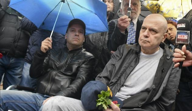 Какво смятате за новата партия на Слави Трифонов?