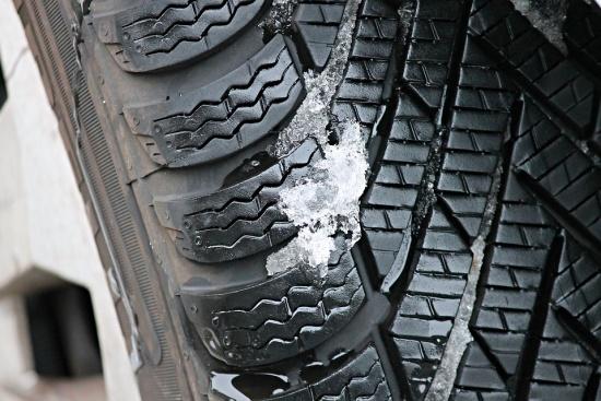 Зимата идва, сменихте ли гумите на колата?