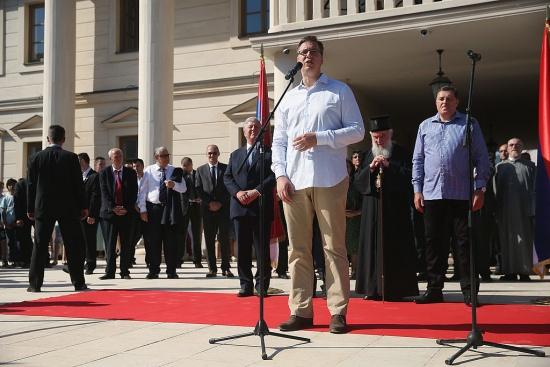 Трябва ли сръбският президент да подаде оставка?