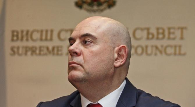 Одобрявате ли идеята независим прокурор да разследва главния прокурор?