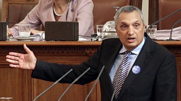 Иван Костов: Нелепо мнозинство ни управлява