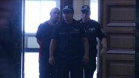 Емил Азов, задържан за жестоко убийство, иска домашен арест