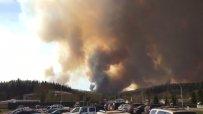 Канадският пожар заплашва петролно находище