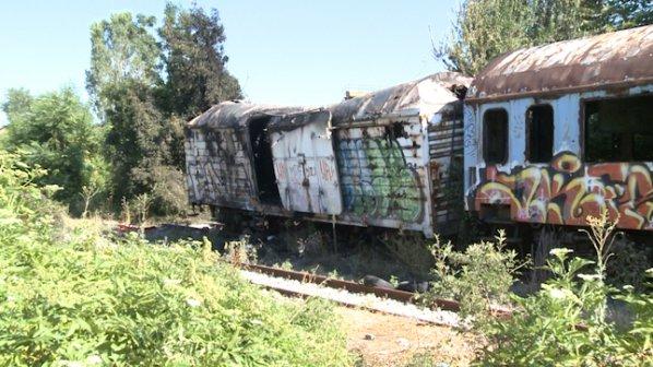 Мъж загина при пожар в изоставени вагони на столичната Сточна гара