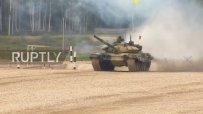 Зрелищно състезание с танкове в Русия