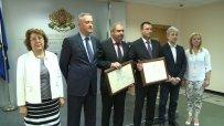Две фирми грабнаха сертификати за инвестиции за 5,5 милиона лева
