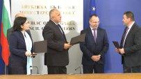 Бойко Борисов и Десислава Танева връчиха първите 21 споразумения на Местните инициативни групи