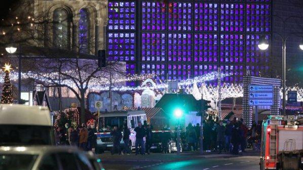 Камион се вряза сред хората на коледен базар в Берлин, 9 загинали и 50 ранени