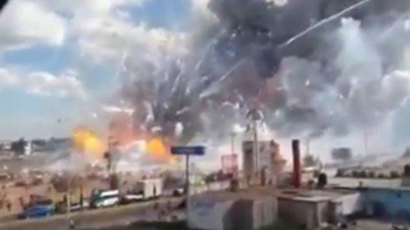 Фойерверки вдигнаха във въздуха пазар в Мексико, десетки загинаха
