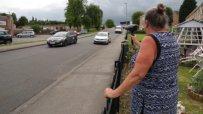 Британска баба плаши джигити със сешоар