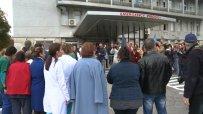 """Протестиращи лекари от """"Пирогов"""": Уволненията са прибързани"""