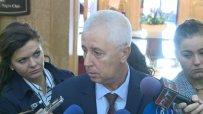 Здравният министър реанимира пациент пред МЗ