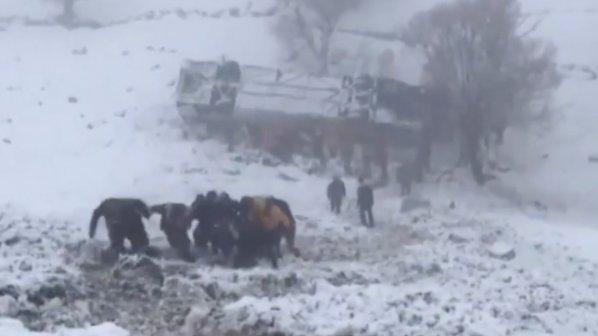 Шестима загинали и десетки ранени при жестока катастрофа в Турция