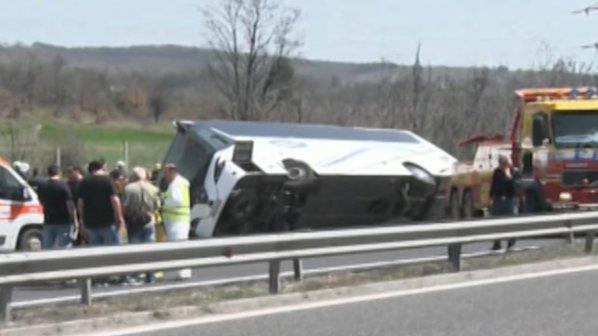 Тежка катастрофа с автобус при Вакарел, има загинали и ранени