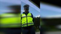 Уникален клип се завъртя в интернет: Шофьор отказа да даде книжката си на полицай