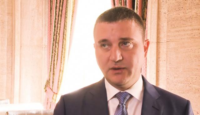 Министър Горанов обясни как, ако има по-малко автобуси, ще имаме БДЖ