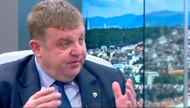 Каракачанов: Военна техника има, но фирми за банички и бикини обжалват обществените поръчки за ремонта й