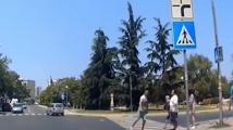 Шофьор и пешеходец се млатиха на бургаско кръстовище