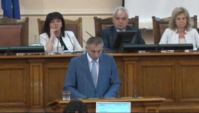 Мустафа Карадайъ: Държавното управление разчита на хаоса, демокрацията е в опасност
