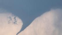 Торнадо вдигна украински тийнейджър във въздуха