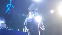 Рапър от САЩ запали козче на сцена в Косово. Арестуваха го