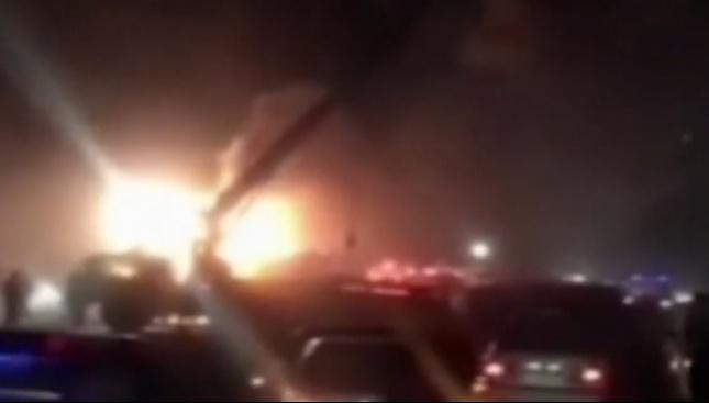 Автобус се удари в цистерна в Иран, най-малко 21 загинаха
