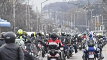 Хиляди мотористи с грандиозно шествие в нощна София