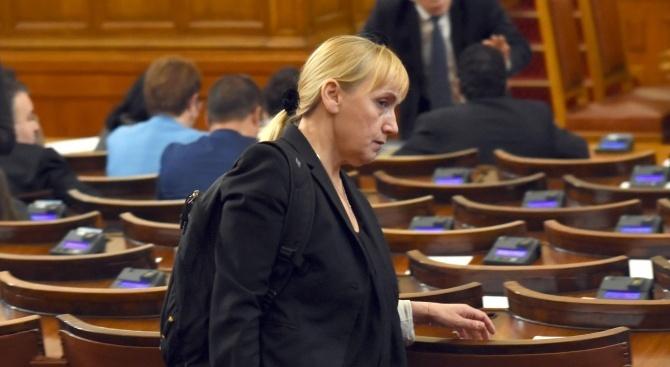 Елена Йончева ще съди Цветан Цветанов и Делян Добрев