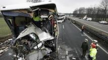 35 души бяха ранени след челен удар между автобус и камион в Германия