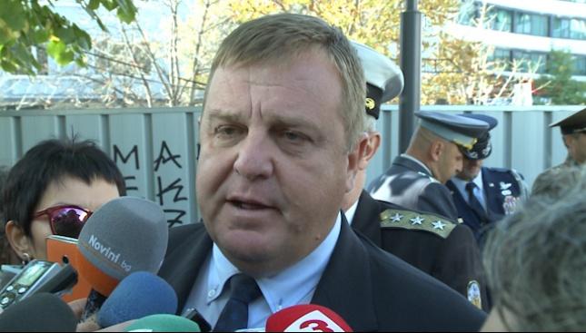Каракачанов напомни: Изтребителят не е rent a car