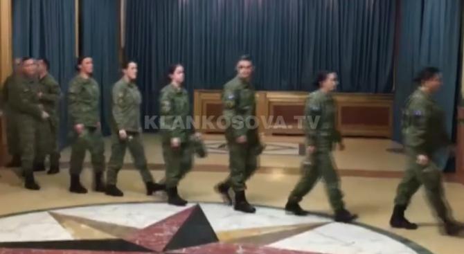 Войници влязоха в косовския парламент