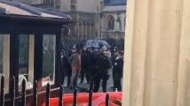 Мъж проникна през охраната на британския парламент