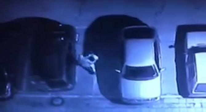 Изсипаха боя в купето на паркирана кола в кв. Сухата река