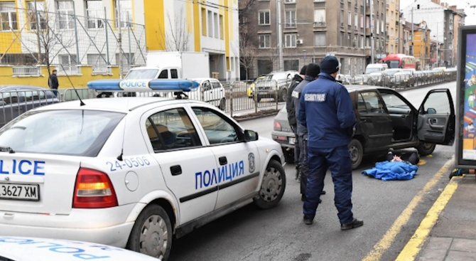Задържаха трима при полицейска акция в центъра на София