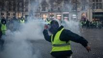 Жълтите жилетки и полицията влязоха в сблъсъци в Париж