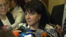 Караянчева отговори на Нинова за заплатите на червените депутати