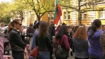Родители протестираха пред социалното министерство срещу Националната стратегия за детето