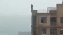 Момче падна от 30 метра в опит да си направи селфи