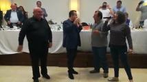 Ивица Дачич пя и строши чиния в Гърция
