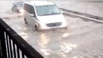 Обстановката в Русе след пороя - наводнени улици, съборени клони и закъсали автомобили