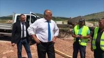Борисов покара по бъдещата АМ Европа, забрани теменужка да се стъпче, похвали работниците как с настроение се трудят