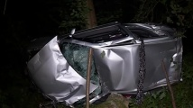 Момче и момиче пострадаха край Урвич, след като колата им се преобърна в дере