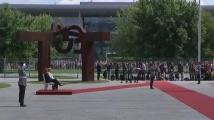 Меркел и датската премиерка изслушаха държавните химни седнали