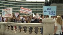 Медицинските работници излязоха на протест пред Народното събрание