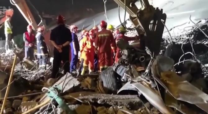 Мост рухна в Китай, има загинали