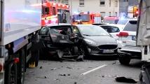 16 са ранени, след като камион се вряза в коли в Германия